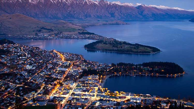 They then drove through Queenstown, a beautiful resort community known for its year-round adventure offerings. // © 2014 Thinkstock/mrpeak
