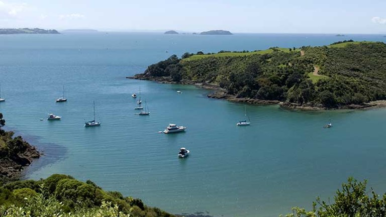 "After checking out the America's Cup in Auckland (""The City of Sails""), the couple headed to Waiheke Island, which is known as New Zealand's ""Island of Wine."" // © 2014 Thinkstock/Glen Coventry"