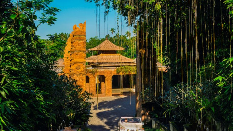 Mandapa guests can visit Ubud's holy sites in a vintage convertible. // © 2017 Mandapa, a Ritz-Carlton Reserve