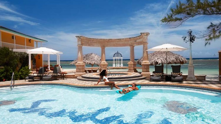 5f7643e6bb985 1 4Sandals Royal Caribbean Resort   Private Island