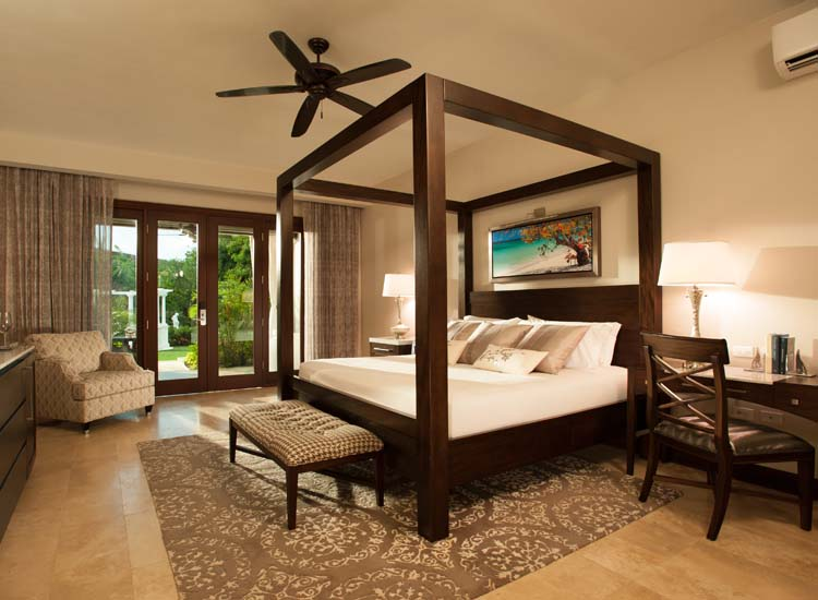 Sandals Royal Caribbean's Butler Suites were recently refurbished and now sport all new interiors and updated bathrooms. // © 2015 Sandals Resorts