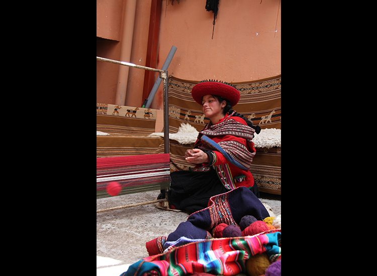 Women in Chinchero use hand-dyed Alpaca wool to weave clothing, blankets and tapestries. // © 2014 Megan Leader