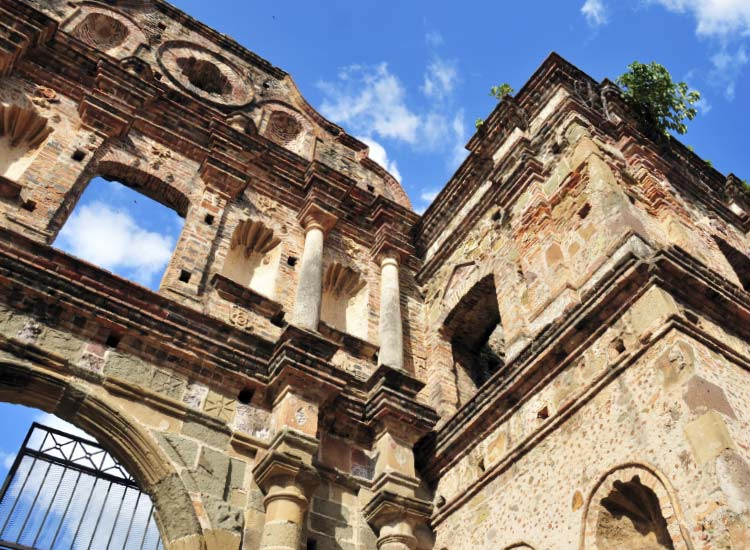 The ruins of the Jesuit Convent // © 2014 Thinkstock