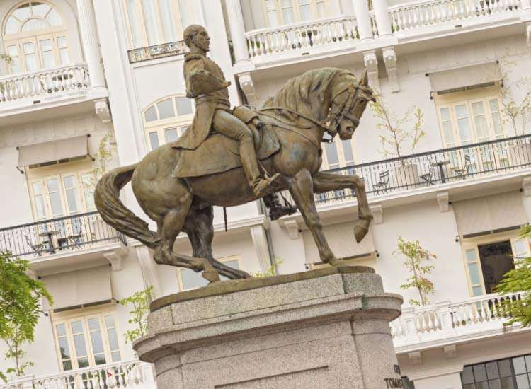 Panama has a unique history to discover, including this statue of General Tomas Herrera in Panama City. // © 2014 Thinkstock