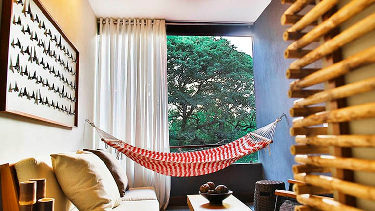 Each suite features regional artwork and fun details such as in-room hammocks. // © 2016 El Mangroove Hotel