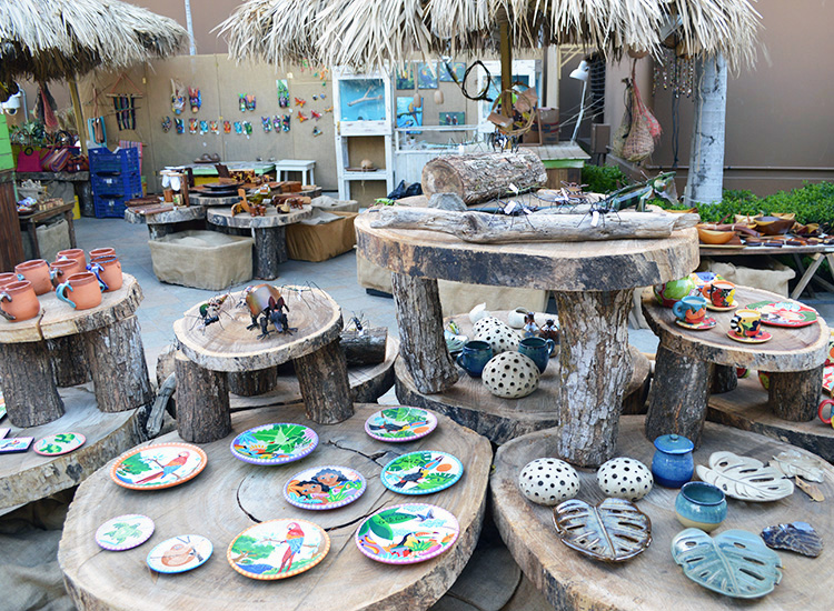 Guests can shop at the artisan market for locally made items, such as wooden bowls and ceramic pottery. // © 2015 Valerie Chen