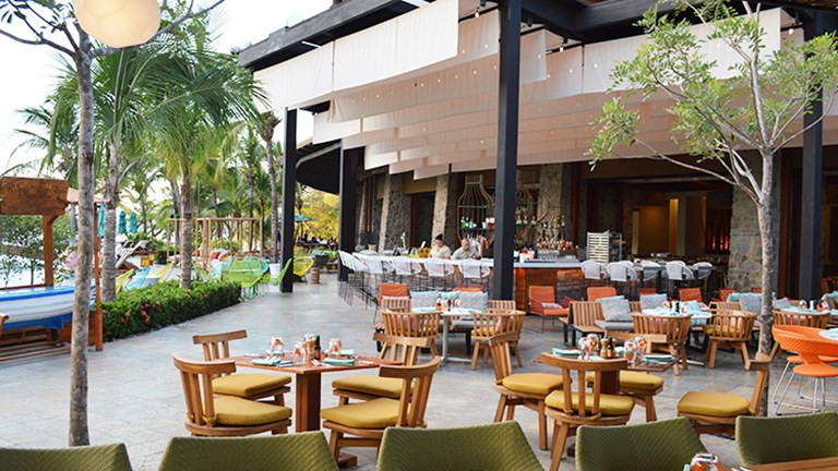 Dine al fresco at Sol y Sombra, another addition to the resort's notable culinary scene. // © 2015 Valerie Chen