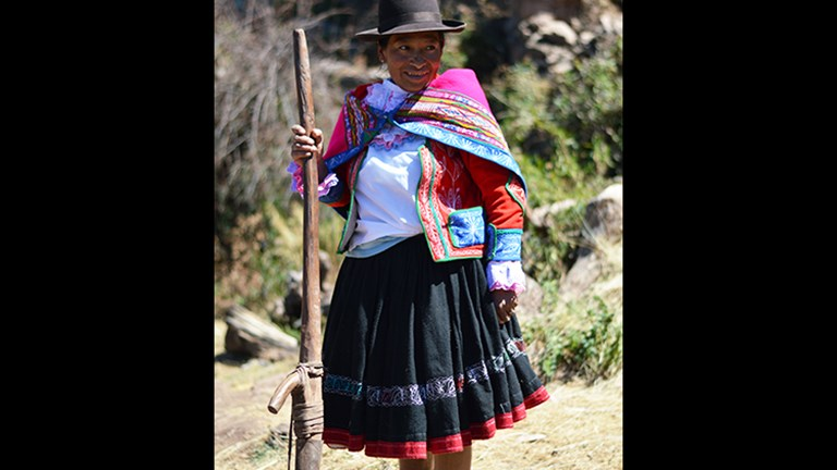 A member of the Viacha community shares her farming practices. // © 2015 Valerie Chen