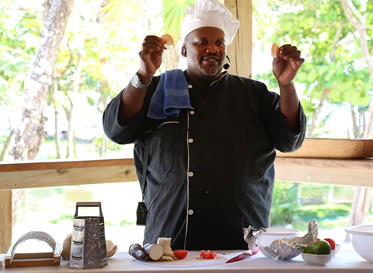 The Roatan tour also includes a cooking demonstration with chef Samuel, a local who teaches guest how to prepare shrimp. // © 2017 Mindy Poder