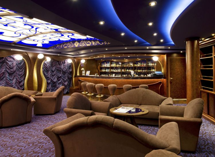 The Cigar Lounge has a well-stocked humidor and a bar featuring fine spirits. // © 2013 MSC Cruises
