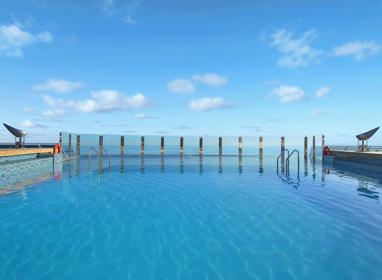 The Garden Infinity Pool adjoins a Zen relaxation zone. // © 2013 MSC Cruises