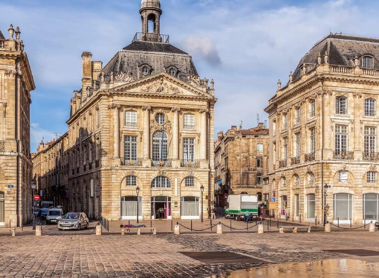 Place de la Bourse in Bordeaux // © 2015 iStock