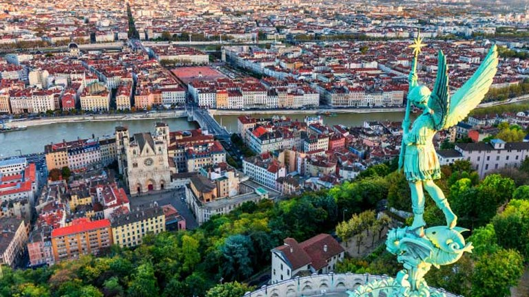 A hilltop view of Lyon // © 2015 iStock