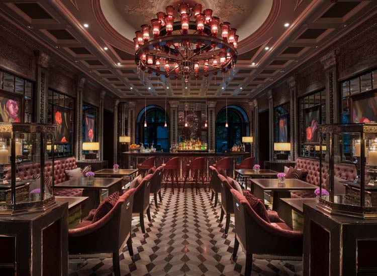 Lion Palace offers Italian restaurant Percorso (its bar shown here), the Tea Lounge, Sintoho and Xander Bar. // © 2016 Four Seasons Hotels and Resorts
