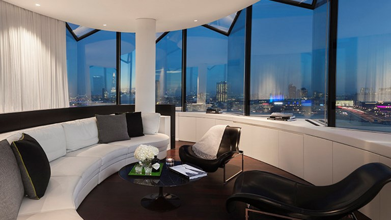 The hotel features 16 suites, including the penthouse Suite ME. // © 2017 ME London