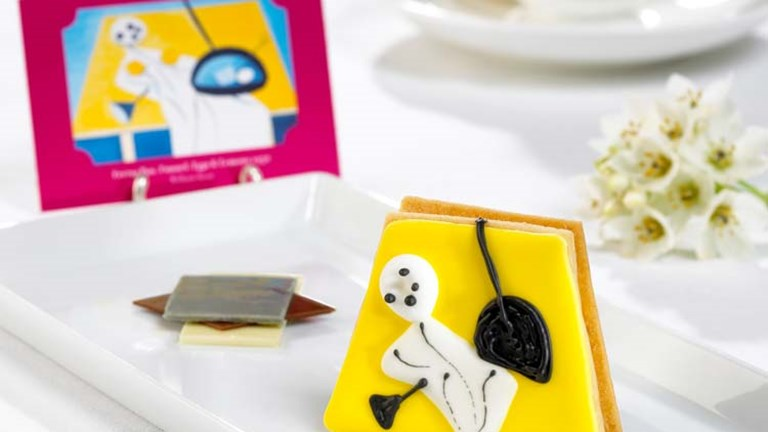 During Art Tea, in-house pastry chefs create edible interpretations of The Merrion's art collection. // © 2015 The Merrion