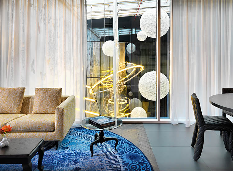 A suite that looks out into the Observatory // © 2016 Andaz Amsterdam, Prinsengracht
