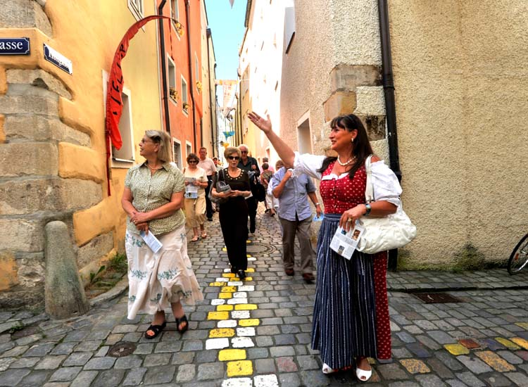 To learn about local history while seeing the sights in Passau, Germany, visitors might sign up for a docent-led walking tour with the Passau Tourist Association. // © 2014 Passau Tourist Association