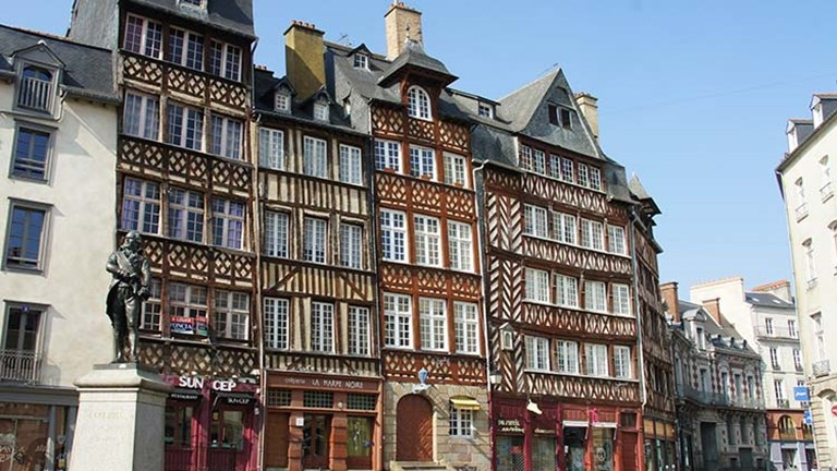 A highly historic city, Rennes boasts the highest number of medieval timber-framed houses in the Brittany region. // © 2017 Creative Commons user hectorlo