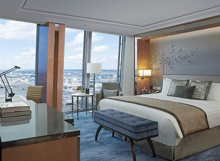 Deluxe City View Rooms measure from 344 to 505 square feet. // © 2017 Shangri-La Hotel, At The Shard, London