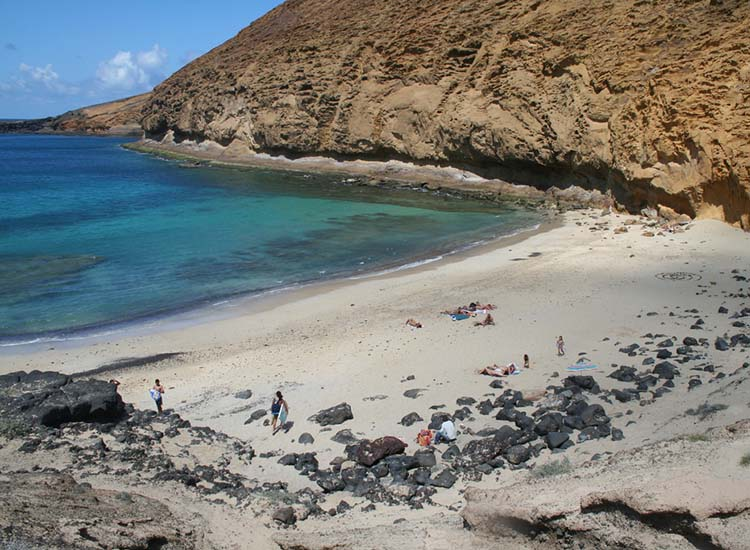 La Graciosa is an off-the-beaten-path choice when considering which Canary Island to visit. // © 2017 Creative Commons user bienmesabe