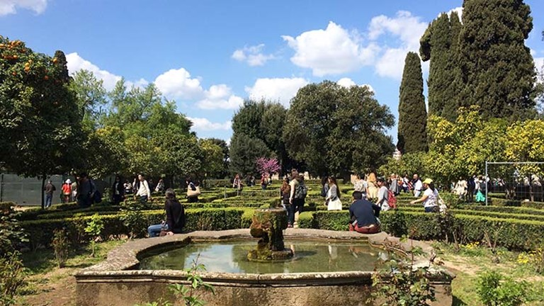 The ornate Farnese Gardens, which date back to 1550, open with a panoramic terrace overlooking the Roman Forum. // © 2017 Lindsay Kamikawa