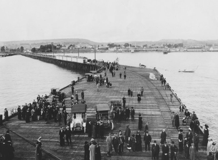 The Santa Cruz Municipal Wharf celebrates its centennial anniversary this year. // © Santa Cruz County CVC/Covello Covello
