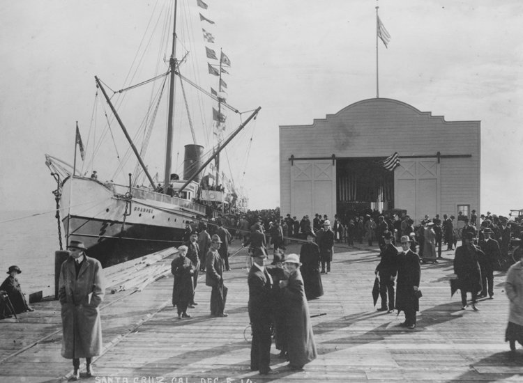 The Santa Cruz Municipal Wharf was constructed to accommodate deep-water sailing vessels. // © Santa Cruz County CVC/Covello Covello