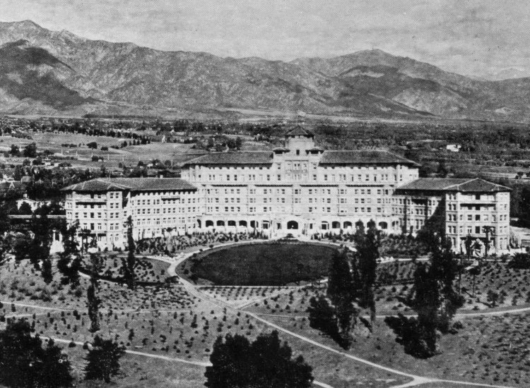 A postcard view of the Huntington Hotel and the San Gabriel Valley // © Los Angeles Public Library / Langham Hotel, Pasadena