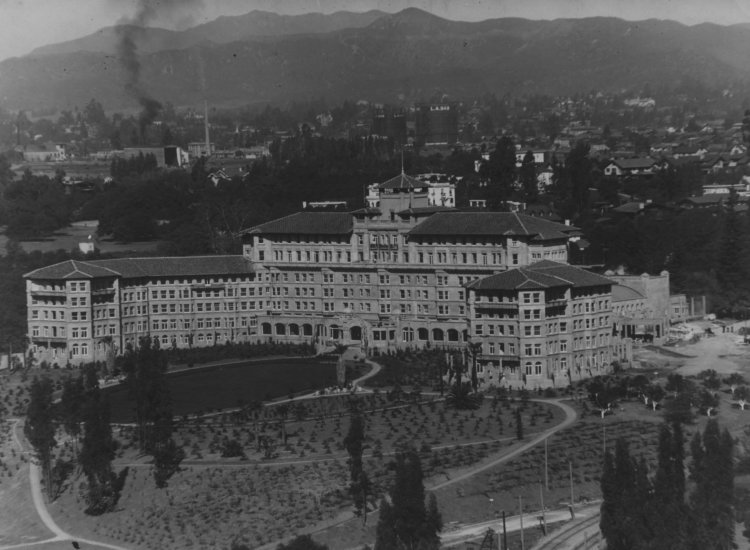 An aerial view of the Huntington Hotel circa 1937 // © Los Angeles Public Library / Langham Hotel, Pasadena