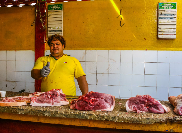 Meet locals while discovering Cuba's culinary scene. // © 2017 iStock
