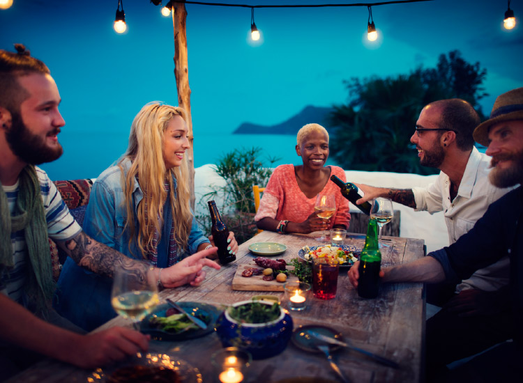 Shared meals provide an intergenerational bridge for travelers. // © 2017 iStock