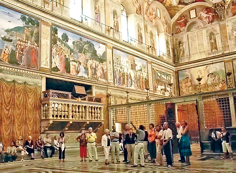 Tauck brings its guests behind the scenes in Italy, with an after-hours tour of the Sistine Chapel and Vatican Museums. // © 2017 Tauck