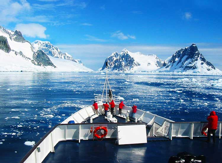 Antarctica on the Clipper Adventurer, Third Place, 2013 TravelAge West reader photo contest // © 2013 Sue Neukirch