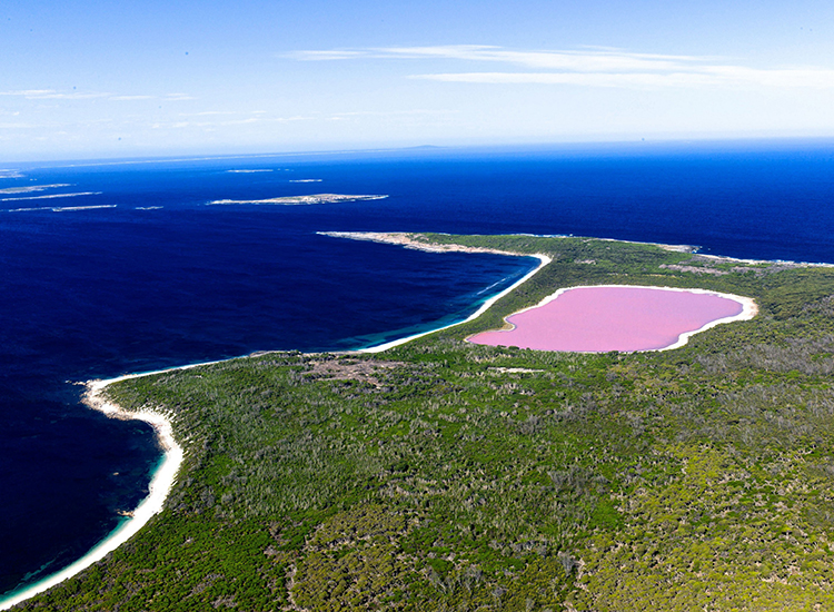 Most travelers only get to view the protected lake from above. // © 2015 Tourism Western Australia