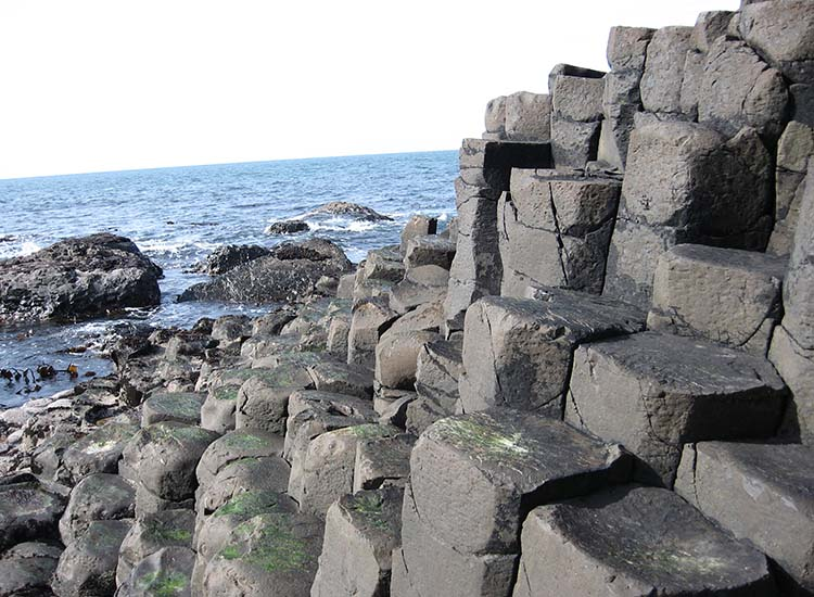 These five beaches are far from ordinary, including Giant's Causeway in northern Ireland, which is made up of thousands of basalt towers. // © 2017 Wikimedia Commons