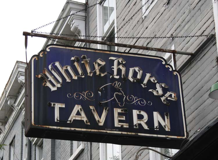 White Horse Tavern is one stop on the Greenwich Literary Pub Crawl and an old haunt of poet Dylan Thomas.  // © 2015 Creative Commons User paulsimpson1976
