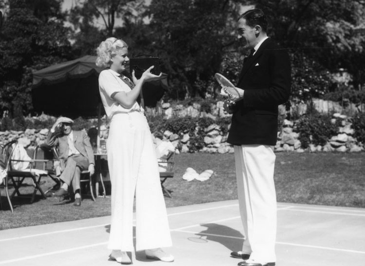 Jean Harlow plays badminton at the Huntington Hotel // © Los Angeles Public Library / Langham Hotel, Pasadena