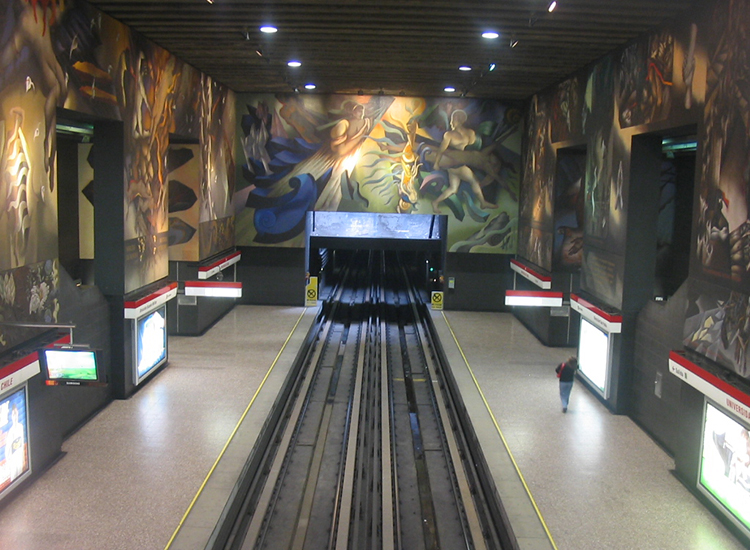 Epic murals depicting the history of Chile line the walls of the Universidad de Chile metro station. // © 2014 Creative Commons user taecillaa