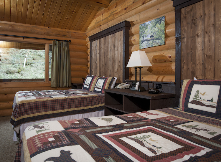 All accommodations feature mountain decor and modern comforts such as Wi-Fi access. // © 2015 320 Guest Ranch