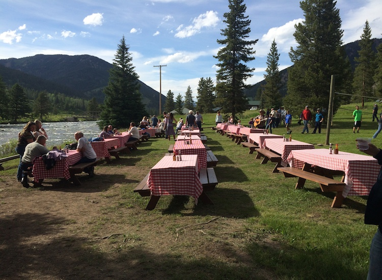 An alfresco riverside dinner at 320 Ranch is well worth the short drive south from Big Sky. // © 2015 Chelsee Lowe