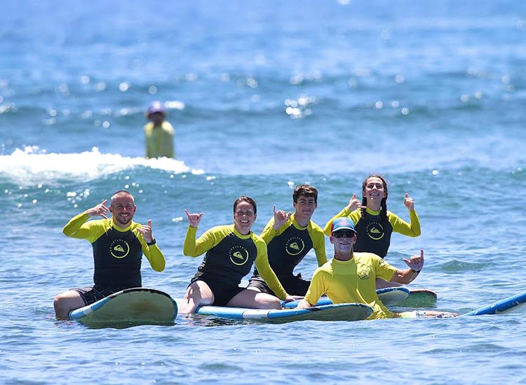 Friends and family can book group lessons with the experts at Royal Hawaiian Surf Academy. // © 2016 Royal Hawaiian Surf Academy