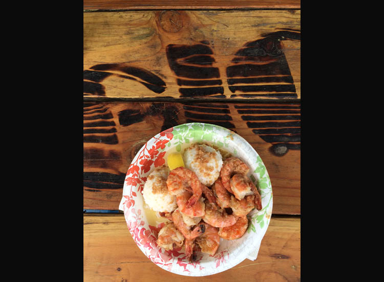 While cruising on Kamehameha Highway, stopping to eat scampi from a local shrimp truck such as Giovanni's is a must, and the all-outdoor seating makes it a casual affair. // © 2014 Chelsee Lowe