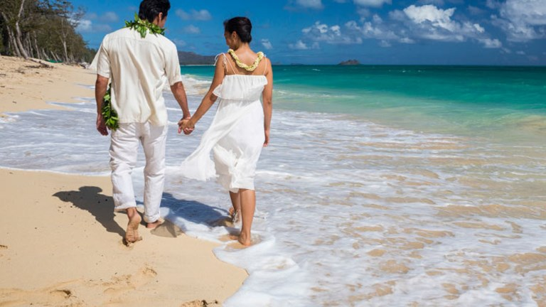 In 2012, the number of travelers who got married in Hawaii rose by 5.1 percent. // © 2014 HTA/Tor Johnson