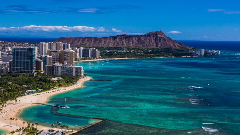 When considering the best Hawaiian island for your clients, Oahu is a good choice for its Hawaii icons, including Waikiki Beach and Diamond Head. // © 2015 HTA Tor Johnson