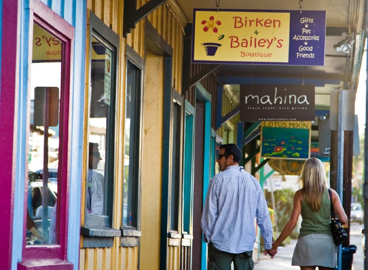 Visitors can discover island artisans in Maui's small towns. // © 2015 HTA Tor Johnson
