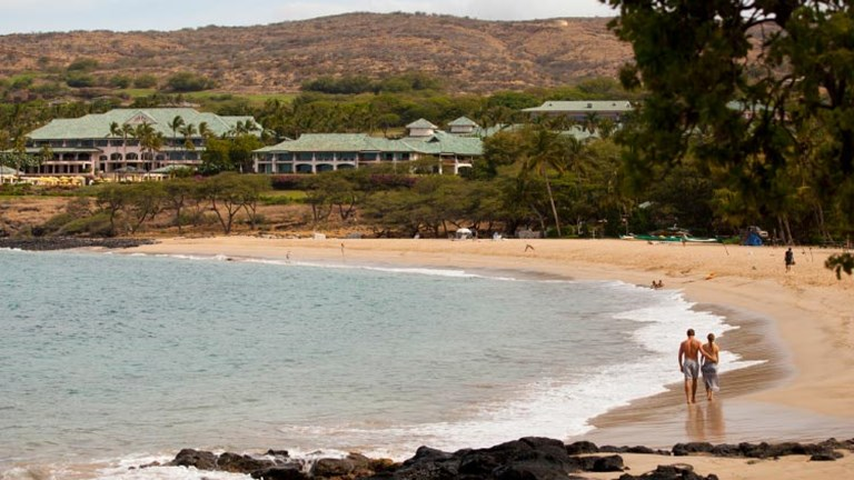 Lanai's upscale resorts and quiet beaches appeal to clients who seek luxury and serenity. // © 2015 HTA Dana Edmunds