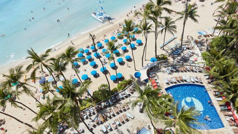 A one-bedroom oceanfront suite provides bird's-eye views of Outrigger Waikiki's pool and beach action. // © 2017 Outrigger Hotels and Resorts