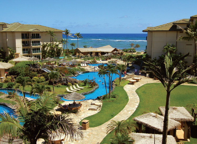 Waipouli Beach Resort and Spa Kauai by Outrigger makes the most of its oceanfront setting. // © 2017 Outrigger Hotels and Resorts