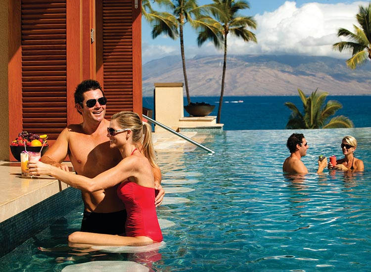 4 maui pools with swim up bars travelage west for Pool design swim up bar
